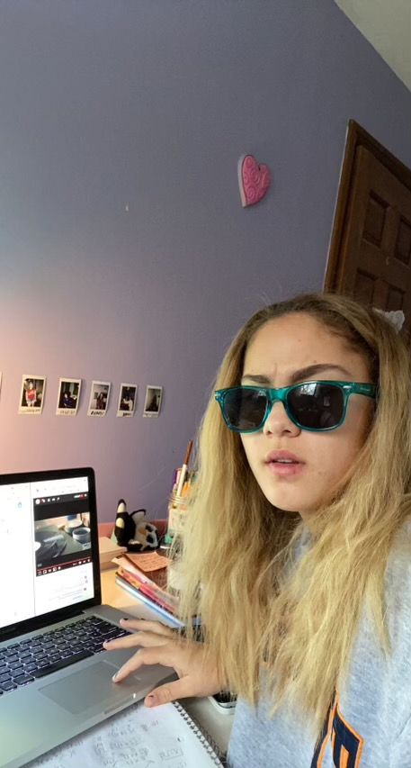 Reporter Sophie keeps it cool while brainstorming new article ideas #swagger